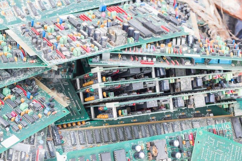 电子卡巡回垃圾作为背景从回收indu 库存图片