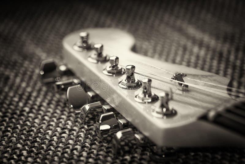 电子吉他床头柜特写镜头 免版税库存图片