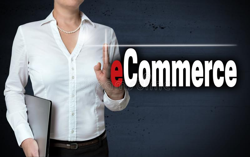 电子商务触摸屏幕由女实业家显示 免版税图库摄影