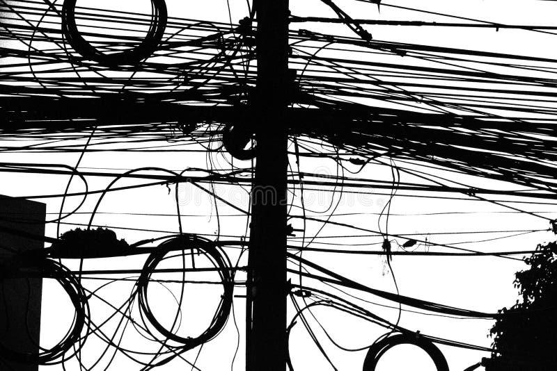电子接线在泰国 缆绳混乱在黑白的 库存照片