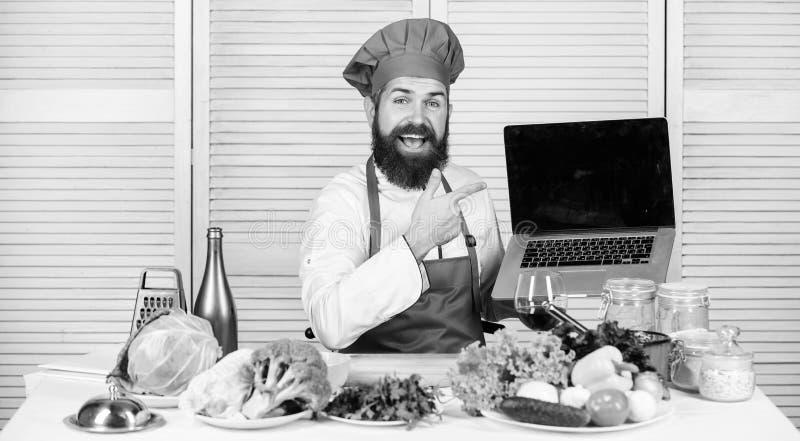 电子教学概念 E r 帽子的学会如何的行家和围裙烹调 免版税库存照片