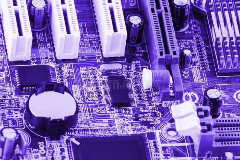 电子线路板特写镜头与被定调子的处理器的 库存照片