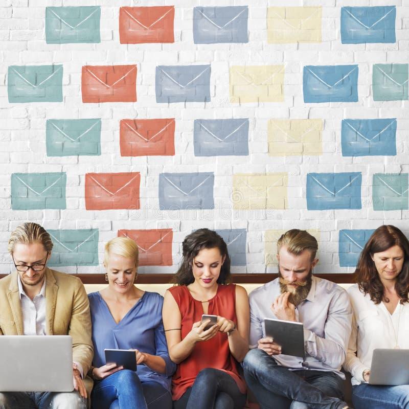 电子邮件信封全球性通信象概念 免版税库存照片