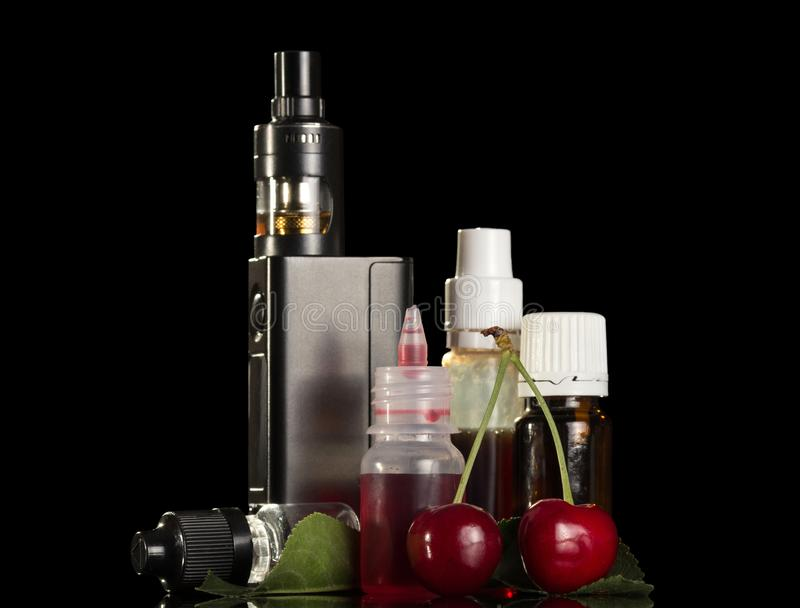 电子香烟和套抽烟的芳香液体 库存图片