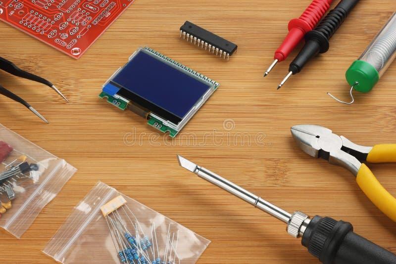 电子DIY的成套工具 免版税图库摄影