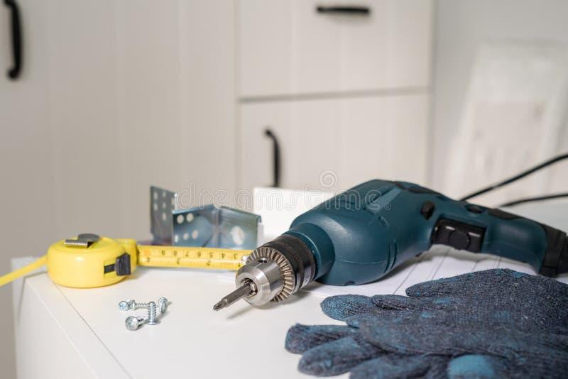 电工具和设备diy instrallation厨房 库存照片