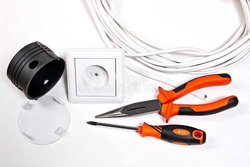 电工工具、缆绳、箱子插口的设施的和wa 免版税库存照片