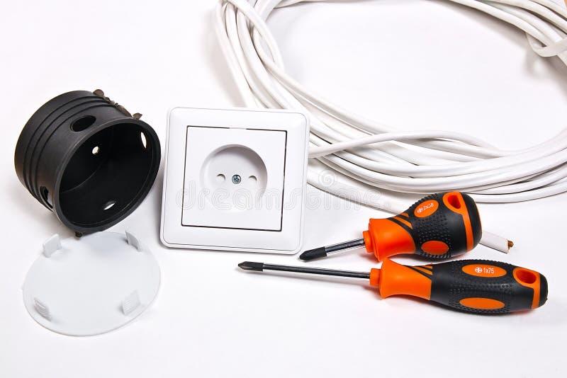 电工工具、缆绳、箱子插口的设施的和wa 免版税库存图片