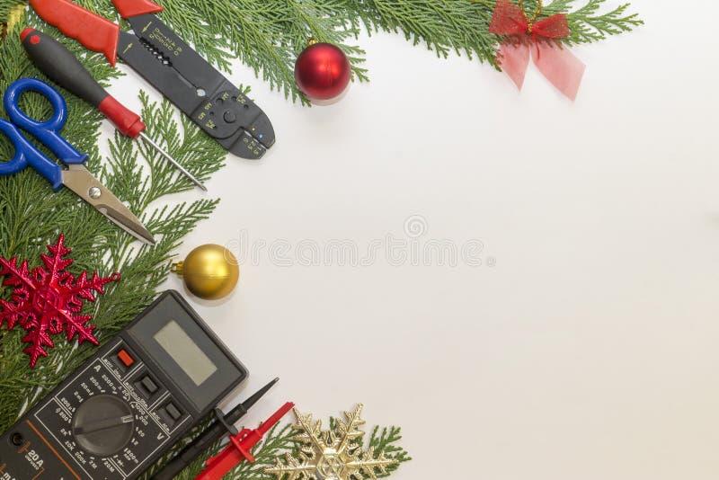 电工工具和仪器和圣诞节装饰在白色背景 免版税库存照片