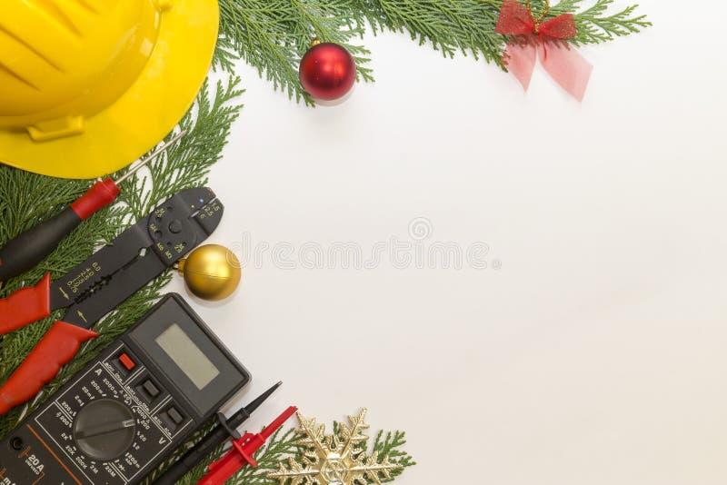 电工工具和仪器和圣诞节装饰在白色背景 免版税库存图片