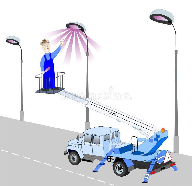 电工替换了在路灯柱的电灯泡 库存例证
