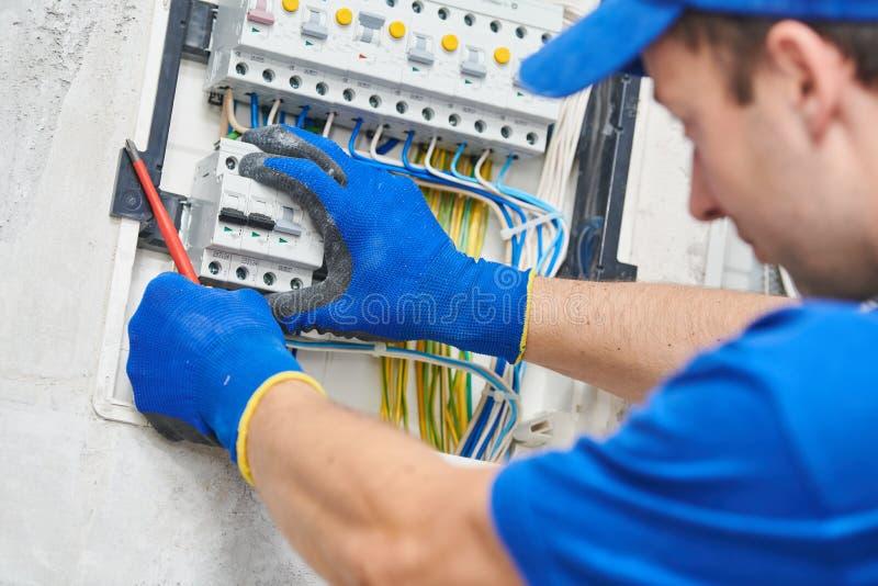 电工聚集的力量交换机 库存图片