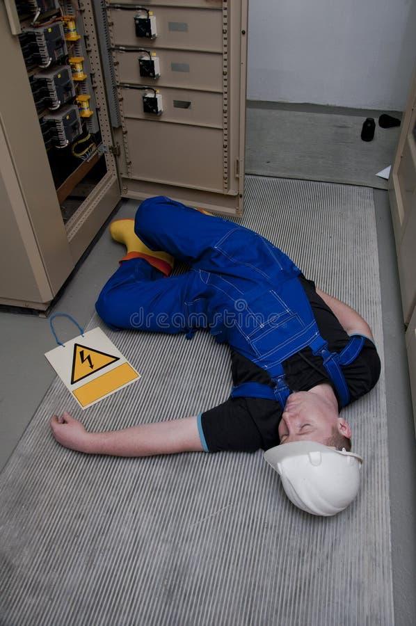 电工被触电致死 库存图片