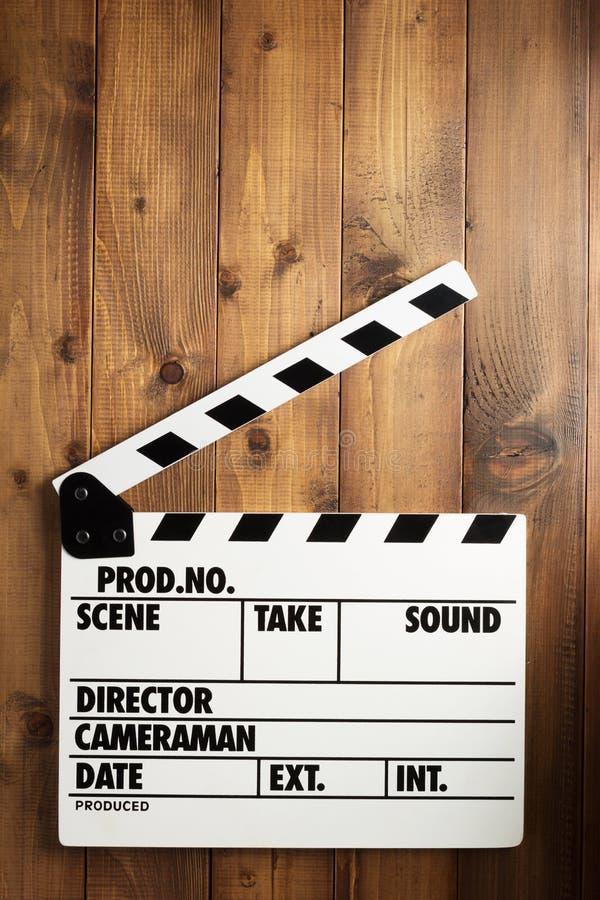 电影在木背景的拍板 库存照片
