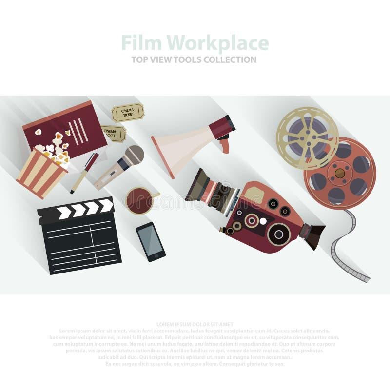 电影拍板和影片轴 影片小条和票 在平的样式设计的戏院属性 电影工作人员,电影设备 皇族释放例证