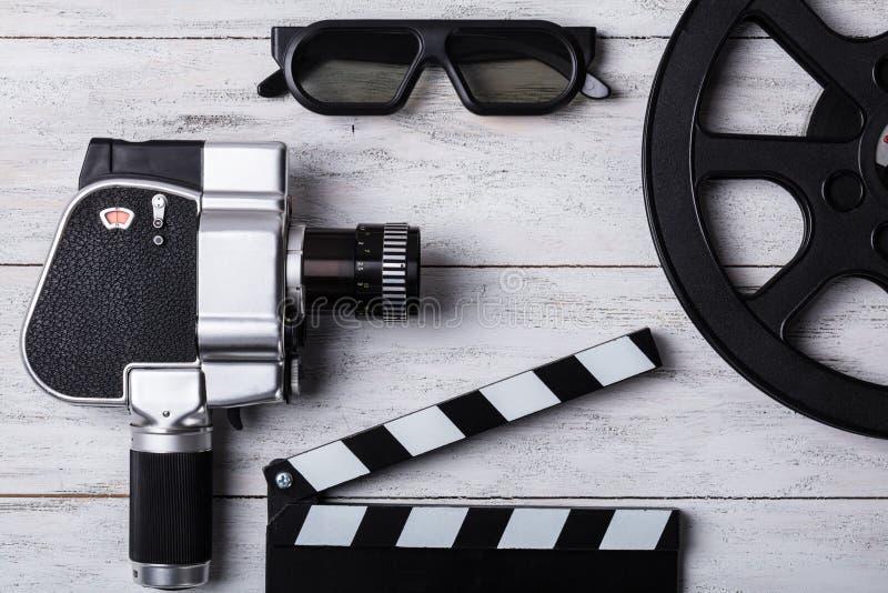 电影摄影机、影片轴和拍板高的看法  库存照片
