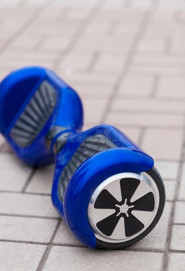 电微型segway或翱翔委员会滑行车 免版税库存照片