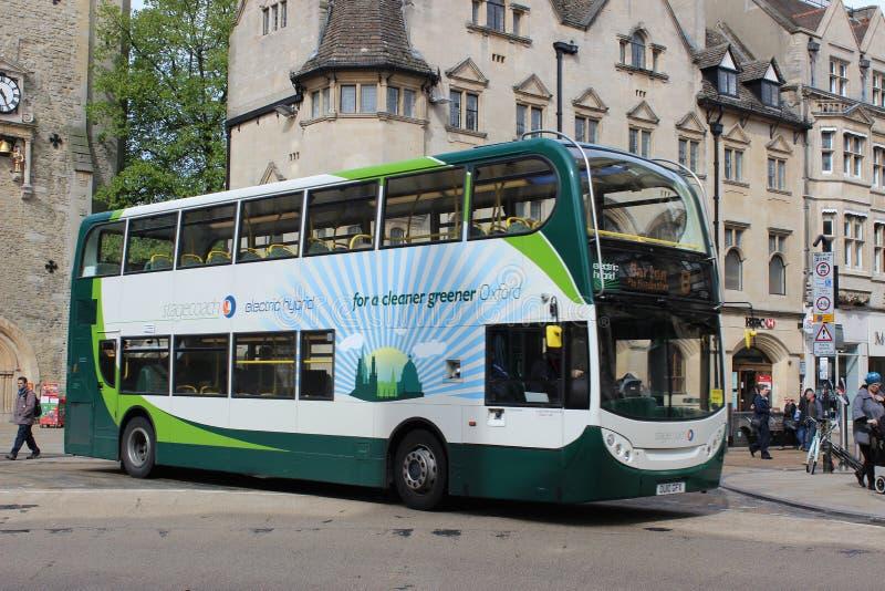 电杂种双重甲板公共汽车在牛津 免版税库存图片