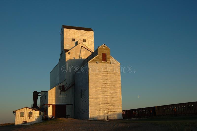 电梯农厂谷物铁路 免版税库存照片
