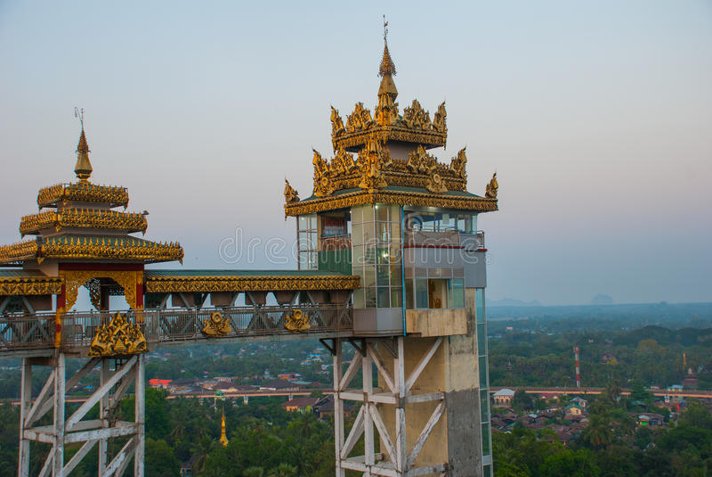 Download 电梯 Kyaik Tan Lan 老Moulmein塔 毛淡棉,缅甸 缅甸 库存照片 - 图片 包括有 小山, 最高: 72359468