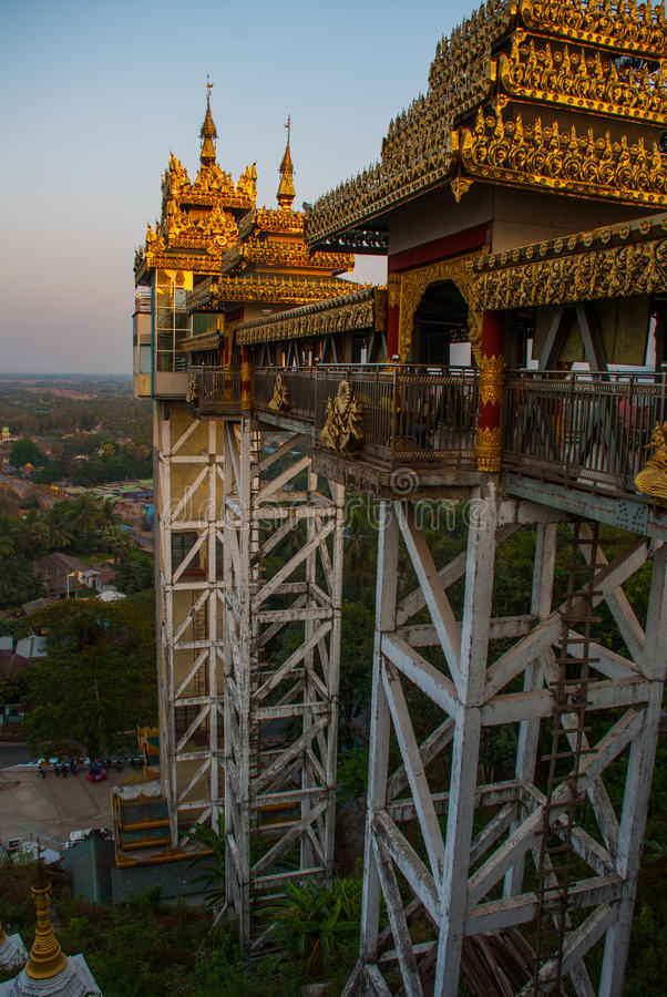 Download 电梯 Kyaik Tan Lan 老Moulmein塔 毛淡棉,缅甸 缅甸 库存照片 - 图片 包括有 异乎寻常, 小山: 72360314
