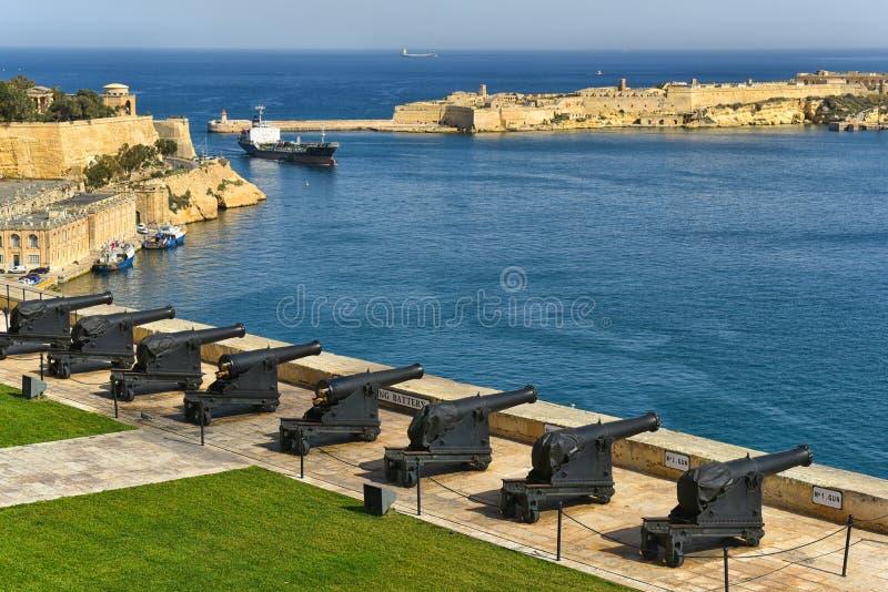 电池和瓦莱塔,马耳他盛大港口  库存照片