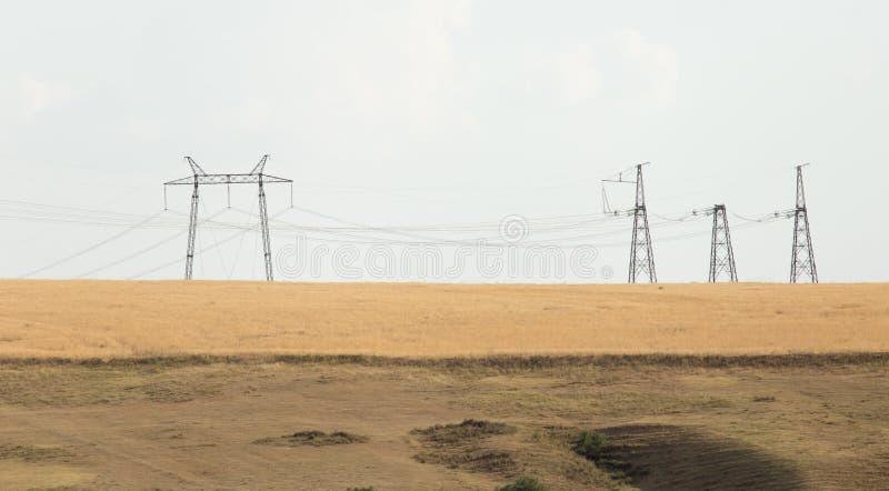 电源杆在沙漠 库存图片