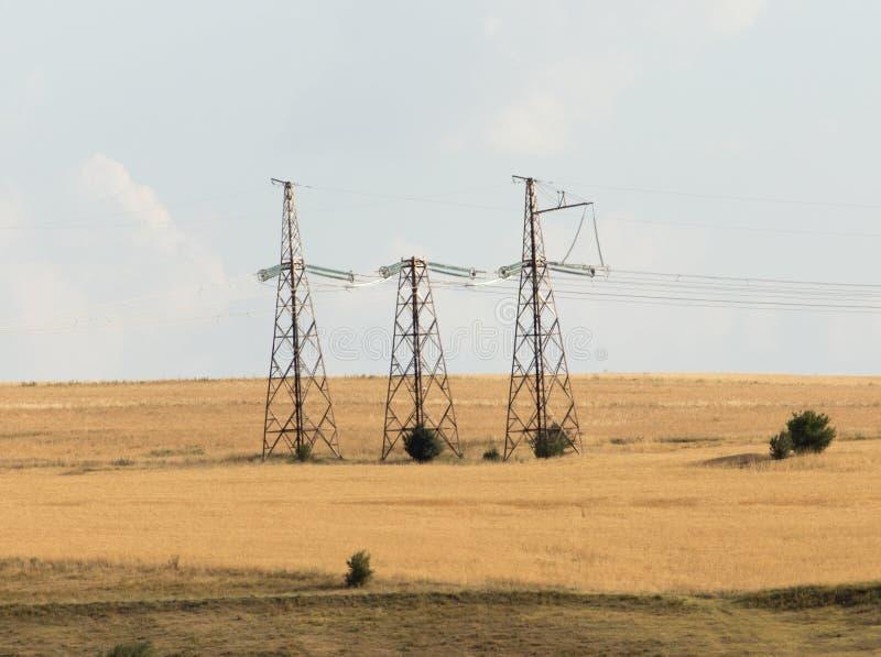 电源杆在沙漠 免版税图库摄影