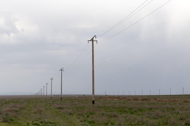 电源杆在沙漠 图库摄影