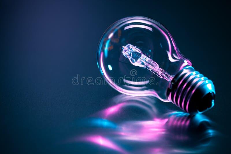 电灯泡上色轻反射 免版税图库摄影