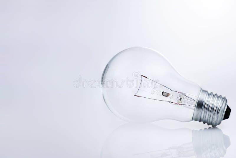 电灯泡光反射白色 免版税图库摄影