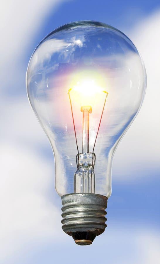 电灯泡天空 免版税库存图片