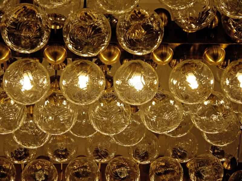 Download 电灯泡批次 库存照片. 图片 包括有 焕发, bulfinch, 节省额, 能源, 凸起的, 最高限额, lit - 22358518