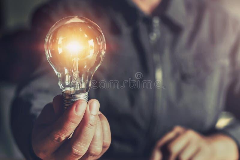 电灯泡现有量藏品光 与创新的想法概念 免版税库存照片