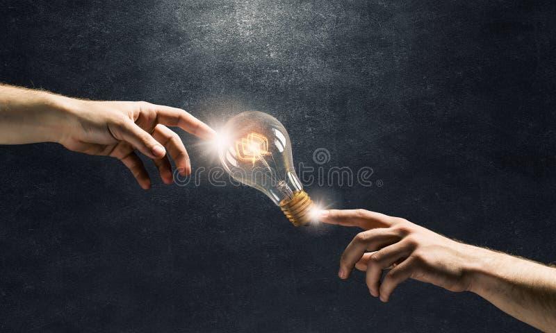 电灯泡现有量轻指向 库存图片