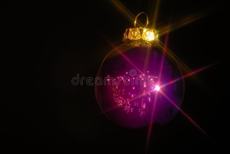 电灯泡紫色 免版税库存照片