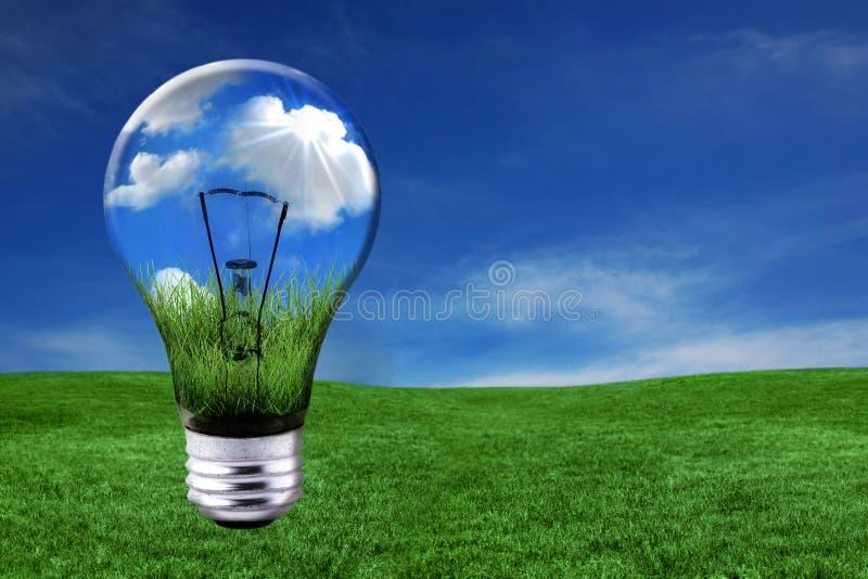 电灯泡能源绿灯解决方法 免版税图库摄影
