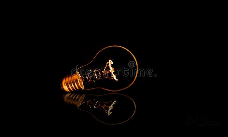 电灯泡被拔去的反射 免版税库存图片