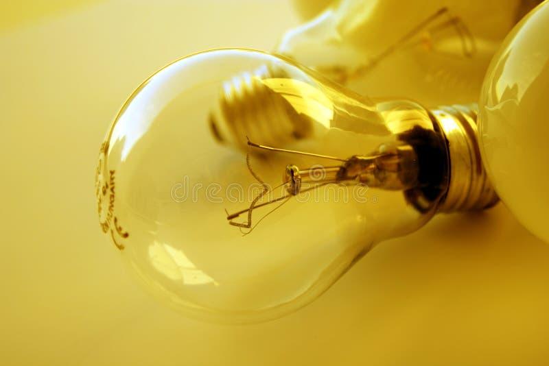 电灯泡金黄轻的心情 免版税库存图片