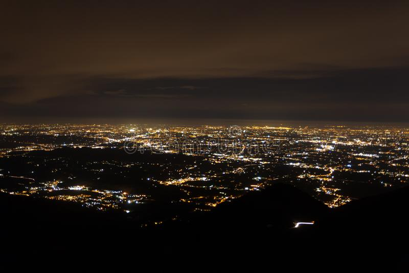 电灯照亮的平原的鸟瞰图 库存图片