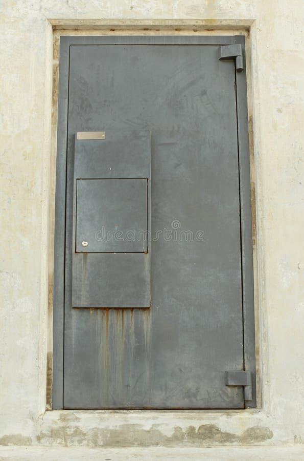 电烙钢服务窗口在Bhumibol桥梁,曼谷,泰国下 免版税库存照片