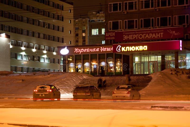 电烫,俄罗斯- 12月16 2016年:办公楼在冬天夜 库存图片