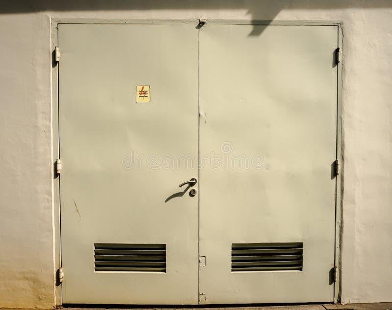 电盘区在三宝垄拍的室或发电器室照片印度尼西亚 库存照片