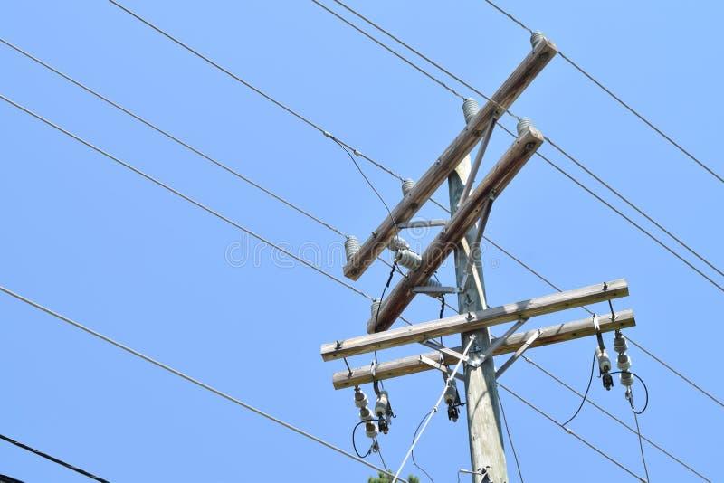 电线杆和导线 免版税库存照片