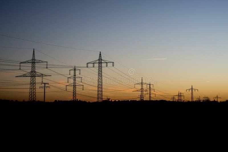 电线钢塔风景日落日出黎明剪影3 免版税库存图片