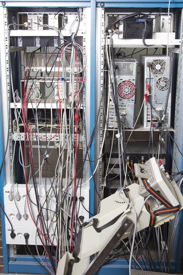 电缆混乱在核实验室 免版税库存照片