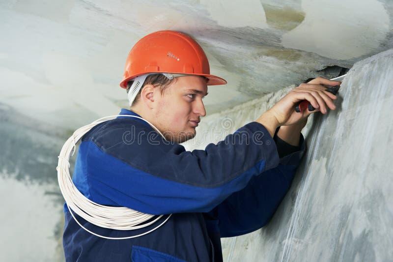 电缆电工接线工作 库存照片