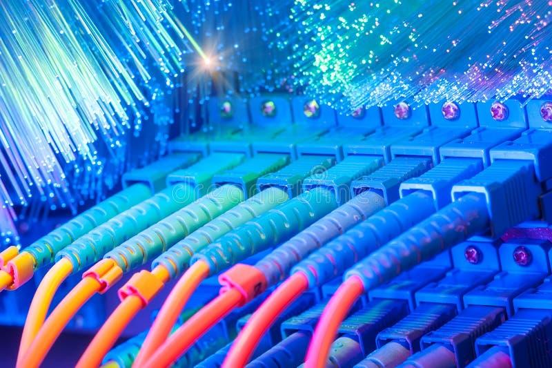 电缆连接了光纤端口 图库摄影