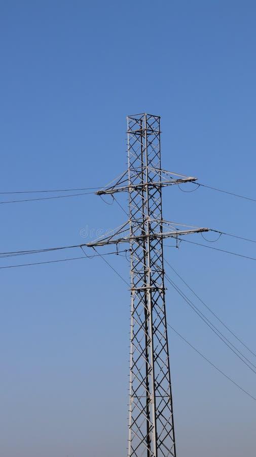 电网络杆 力量技术 金属化建筑 战略资源 生态力量 库存照片