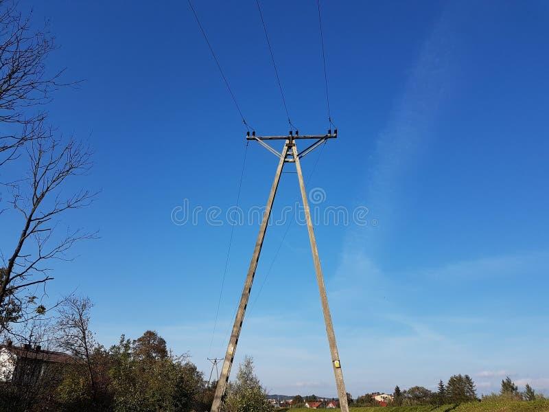 电网络杆 力量技术 金属化建筑 战略资源 生态力量 免版税库存图片